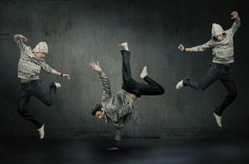 Three hip hop dancers